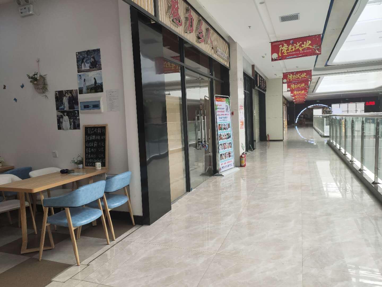 常平 位于曼诺商业广场2楼入口处(艾米丽美妆)可空铺转!